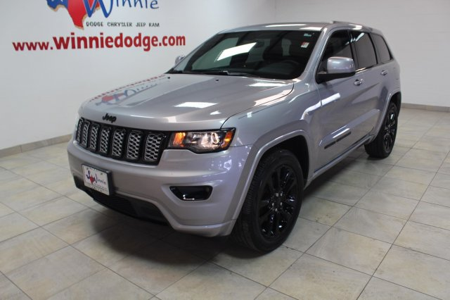Pre-Owned 2018 Jeep Grand Cherokee Altitude w/ Nav System & Back Up Camera