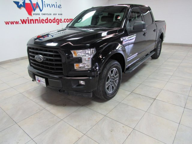 Pre-Owned 2017 Ford F-150 XLT 4X4 FX4 w/ Nav System & Back Up Camera