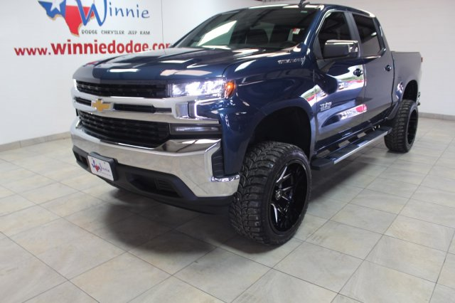 Pre-Owned 2019 Chevrolet Silverado 1500 LT W/ Back Up Camera & Custom Wheels