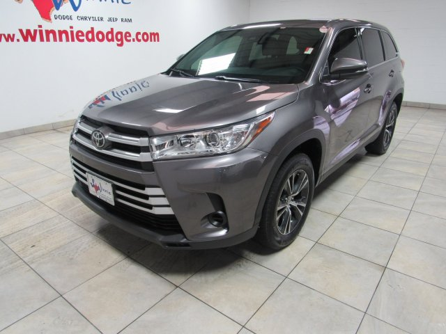 Pre-Owned 2019 Toyota Highlander w/ Touch Screen Radio & Back Up Camera