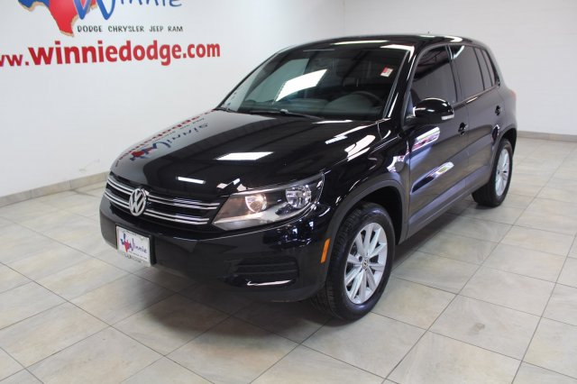 Pre-Owned 2017 Volkswagen TIGUAN Limited 2.0T w/ Back Up Camera