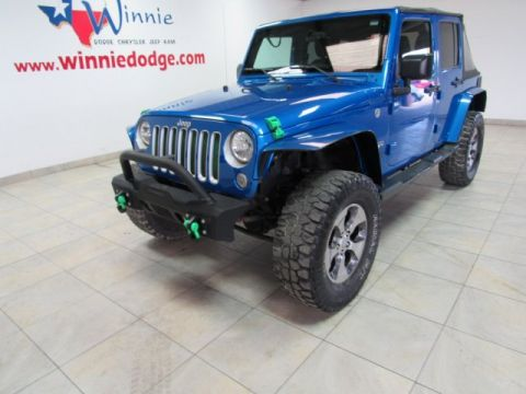 Pre-Owned 2016 Jeep Wrangler Unlimited Sahara 4x4 w/ Nav System & Custom Tires