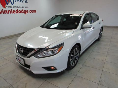 Pre-Owned 2017 Nissan Altima 2.5 SL w/ Leather Interior & Back Up Camera