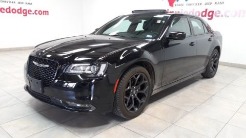 Pre-Owned 2019 Chrysler 300 300S Leather w/ Sunroof & Back Up Camera