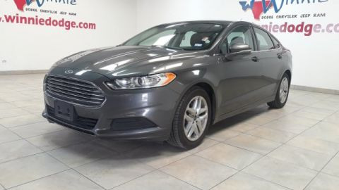 Pre-Owned 2016 Ford Fusion SE w/ Back Up Camera