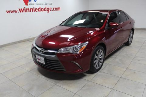 Pre-Owned 2017 Toyota Camry XLE Leather w/ Back Up Camera