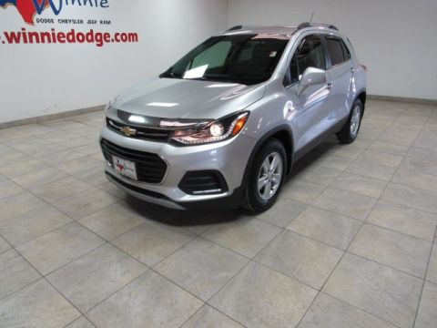 Pre-Owned 2018 Chevrolet Trax LT w/ Leather Interior & Back Up Camera
